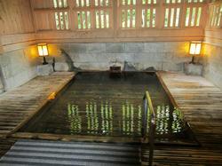 四万たむら 檜風呂 「御夢想(ごむそう)の湯」